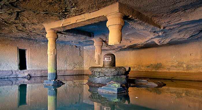 kedareshwar-cave1