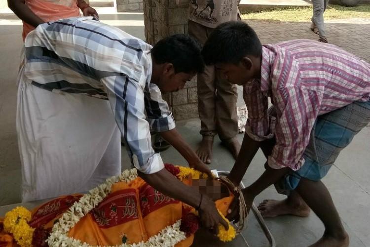 TN-boys-begging-burial